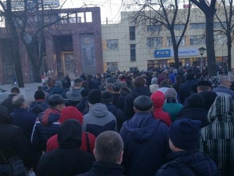 ГАЗ оштрафовали на 250 тысяч рублей за очереди на проходных. Об этом сообщает пресс-служба судов общей юрисдикции.